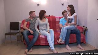 Русское порно: YoungSexParties - Foxy Di, Rose